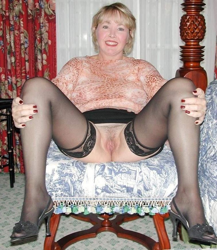 Alluring single mature ladies nude photos