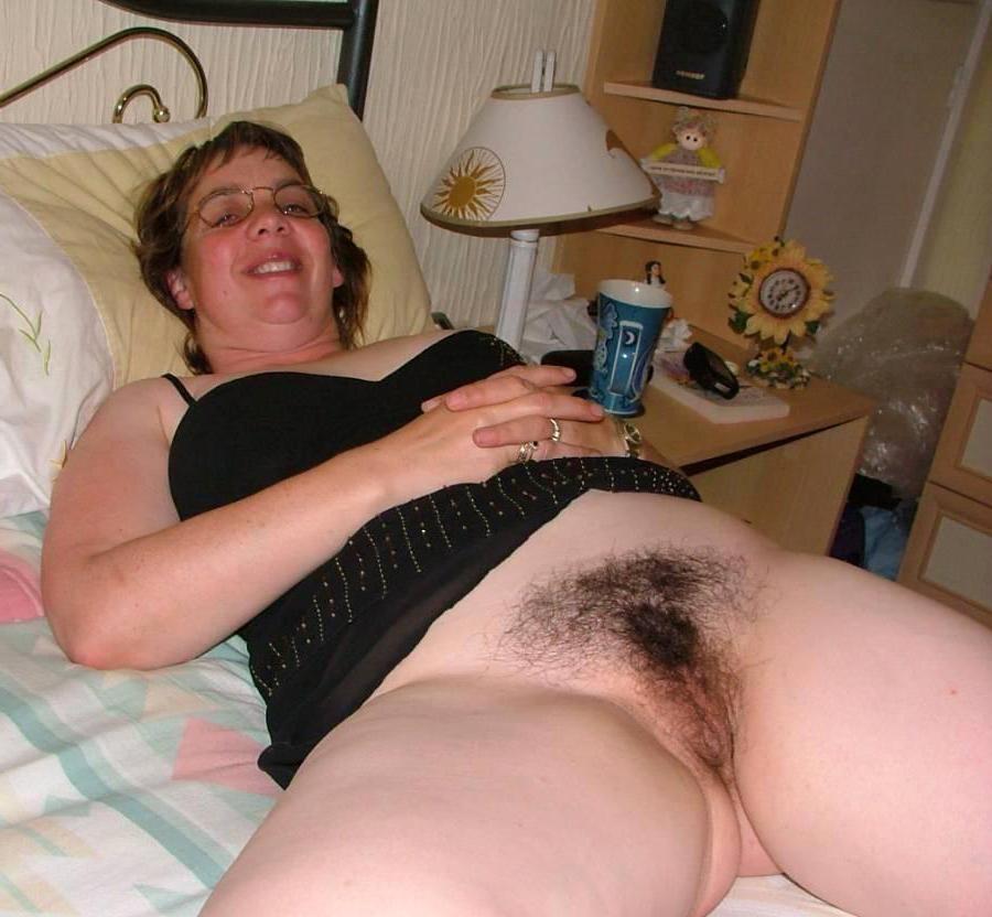 Pretty nude mature unshaved pics