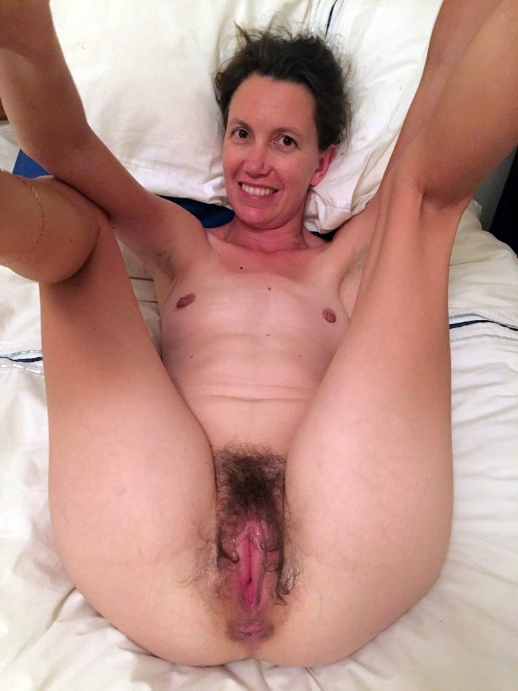 Wet naked unshaved mature pussy pics