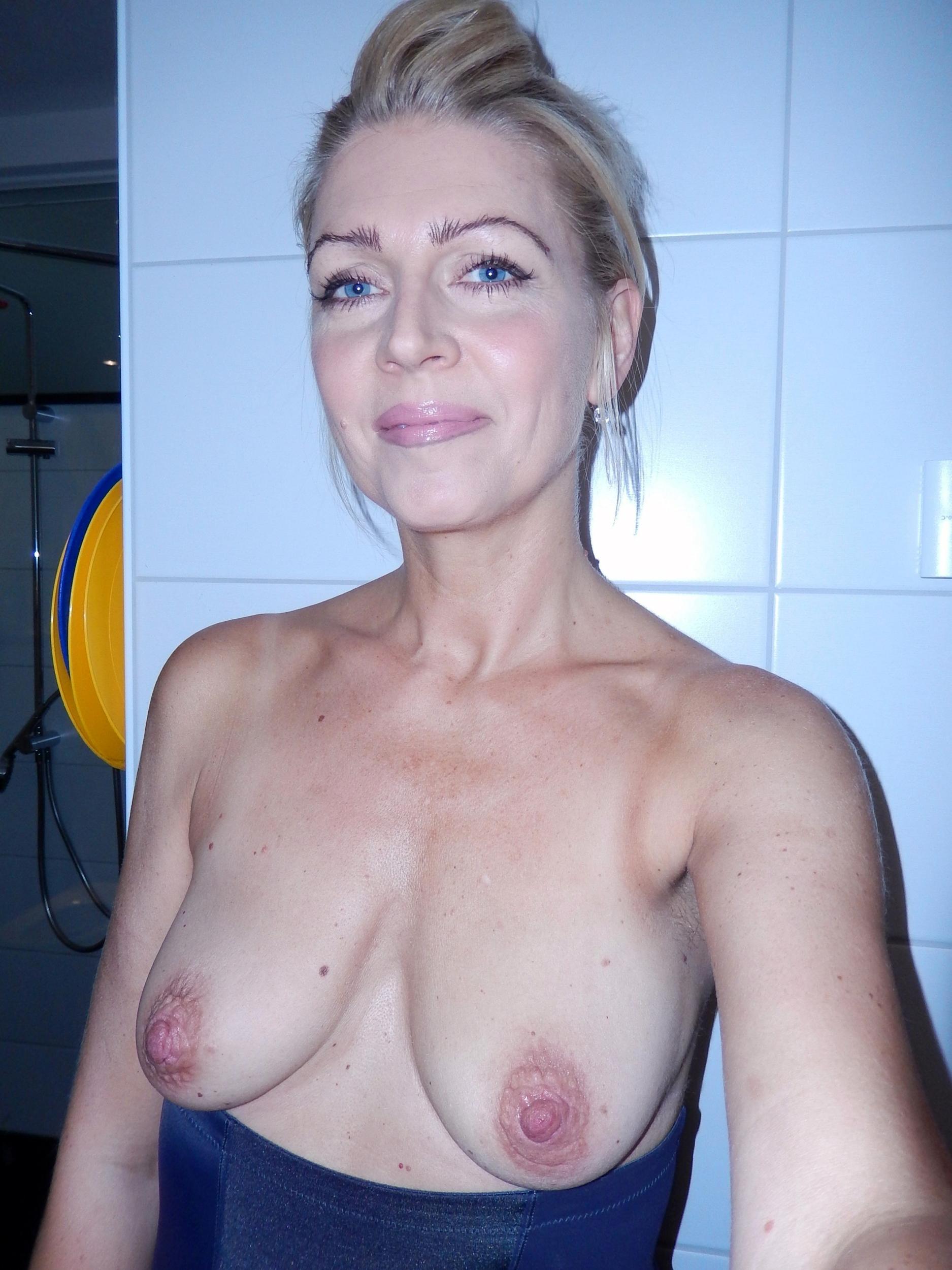 Favorite mom saggy boobs posing nude