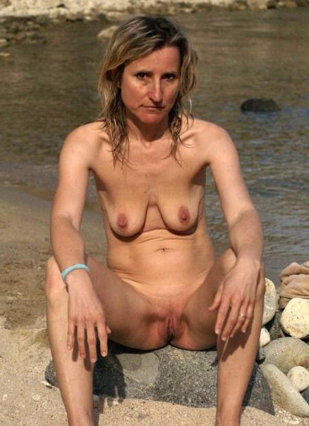 Naked mature saggy breast porn pics